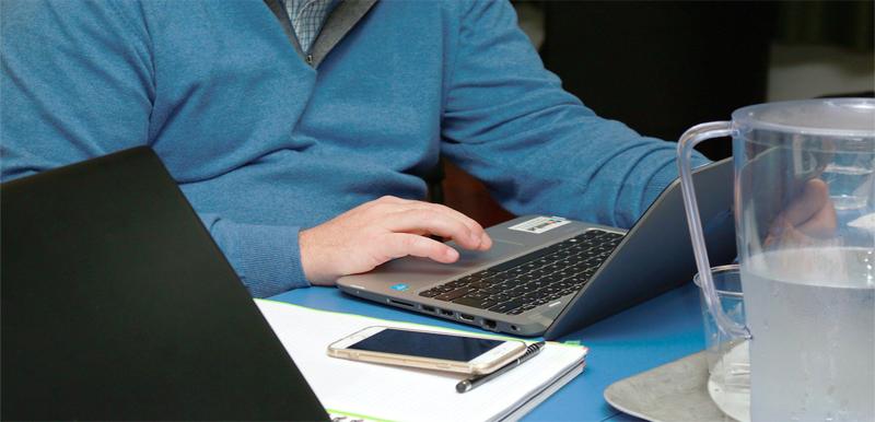 Un estudio señala que con el teletrabajo muchos empleados se sienten poco cuidados por sus empresas