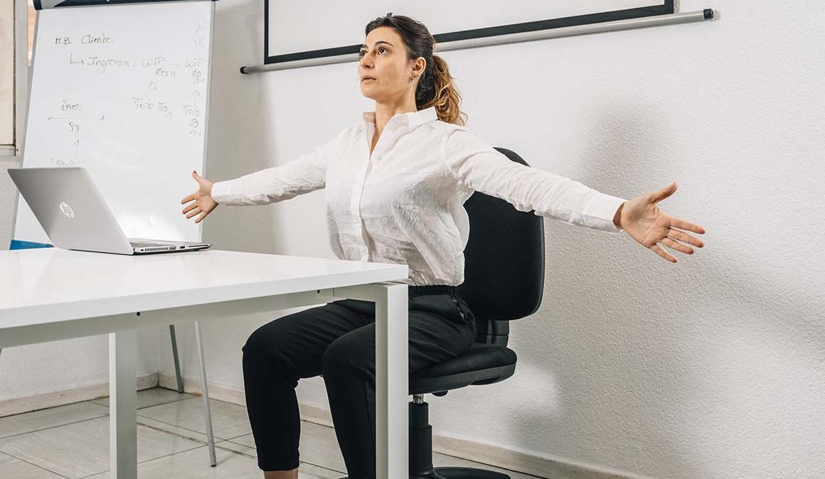 Respira, estira y actívate en el trabajo. Activación muscular.