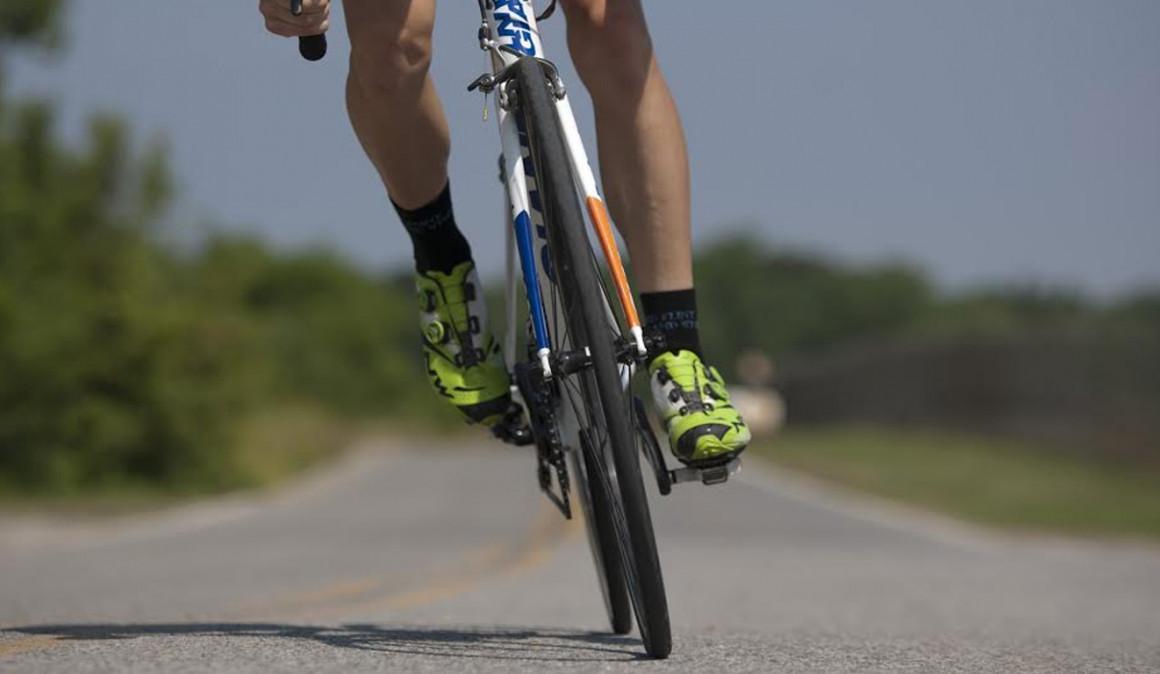 21 etapas del Tour de Francia con una bicicleta de piñón fijo: el nuevo desafío de la AECC y Chris Tonge