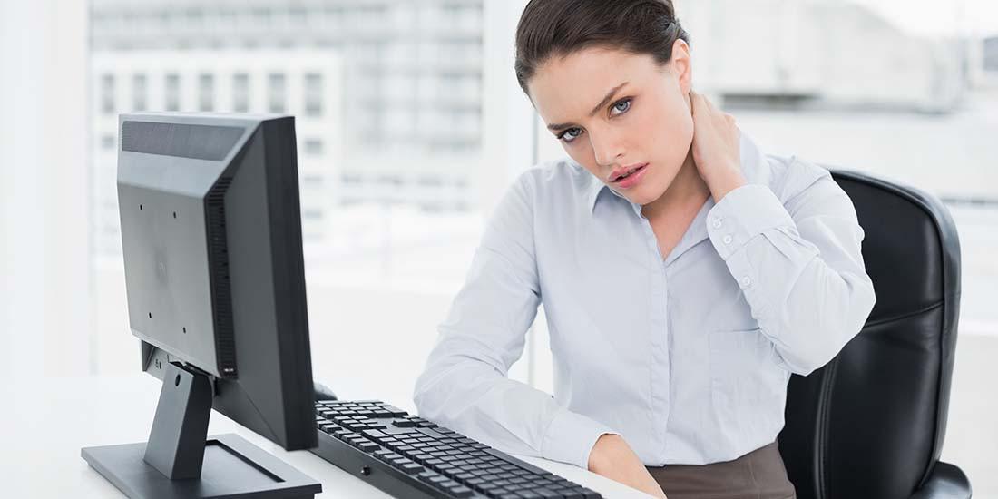 Aprende a sentarte correctamente en el puesto de trabajo
