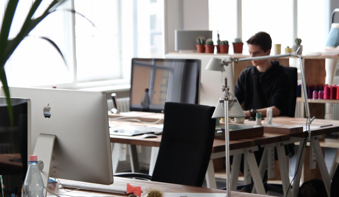 Los millennials anteponen el clima laboral y el salario antes que proyectos y planes de carrera
