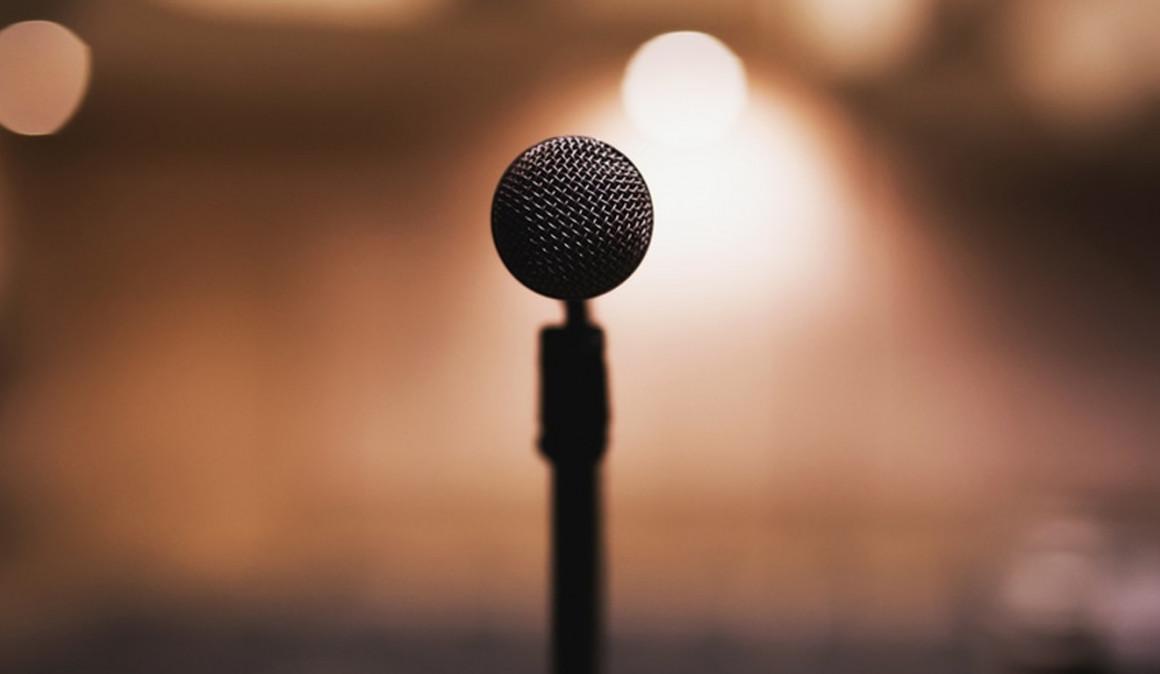 Hablar (con humor) en público