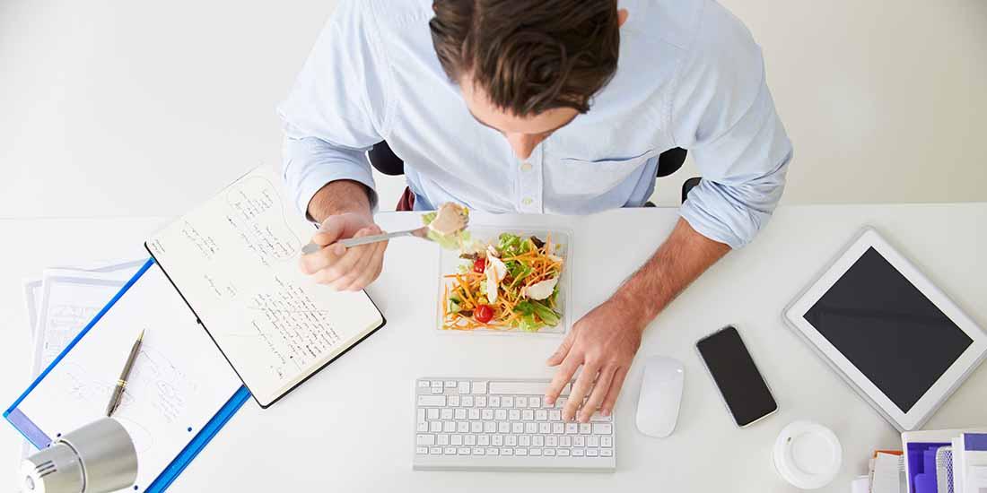 Los españoles destinan un 13% de su sueldo a comer fuera durante la jornada laboral